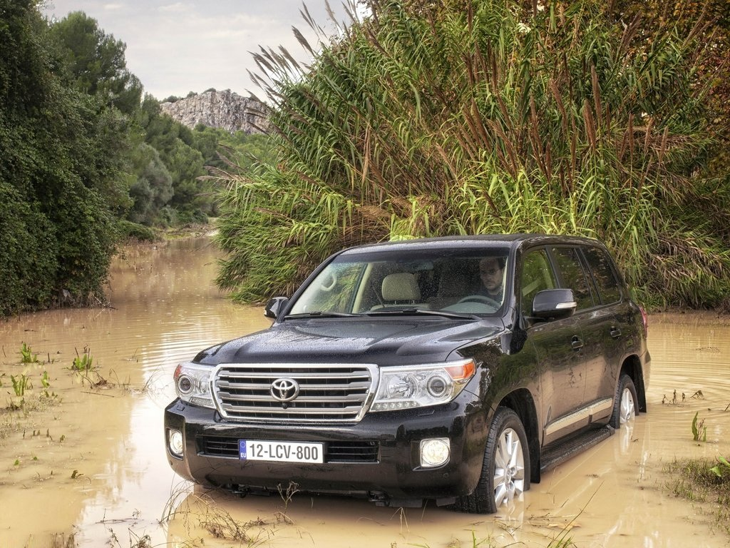 toyota land cruiser 4x4 v8 review. Black Bedroom Furniture Sets. Home Design Ideas
