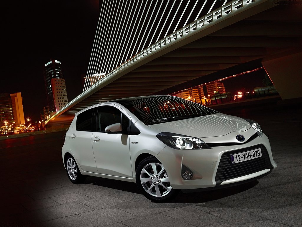 11 hybrid cars to look for in 2014. Black Bedroom Furniture Sets. Home Design Ideas