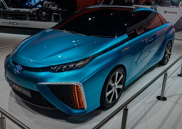 Toyota Hydrogen Fuel Cell Car 2015