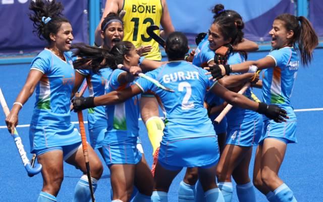 गुरजीत कौर द्वारा भारतीय महिला हॉकी टीम को ओलिंपिक के पहले सेमीफाइनल में पहुंचाने के बाद क्रिकेट बिरादरी फूटी