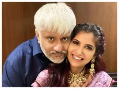विक्रम भट्ट ने खुलासा किया कि उन्होंने श्वेतांबरी सोनी के साथ अपनी शादी को एक साल तक गुप्त क्यों रखा |  हिंदी फिल्म समाचार