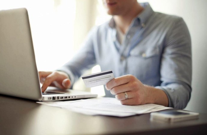 Chile se mantiene anotando un mayor avance en uso de tarjetas de débito