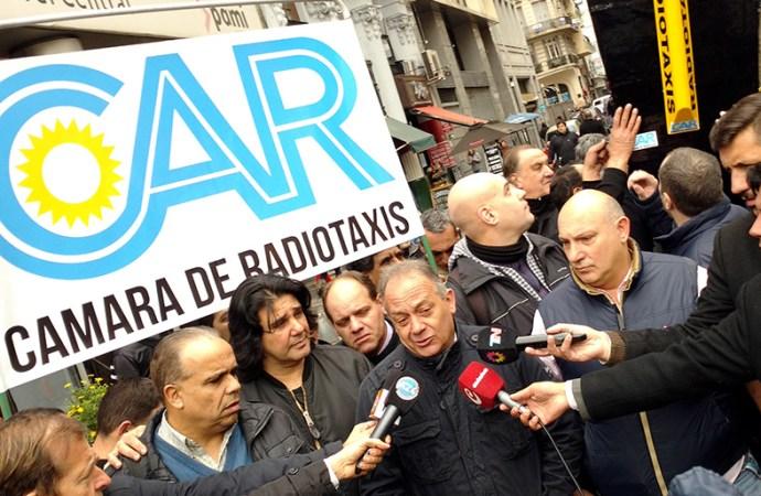 La CAR protestó frente a la legislatura porteña contra la estatización del servicio de radiotaxis