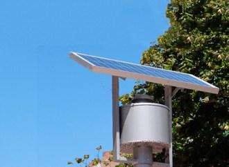 Cargue su celular en la vía pública con energía solar 100% renovable