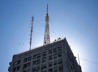 Instalación de antenas en edificios gubernamentales en Argentina