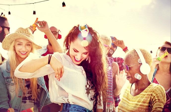 Generación Z: 63% se siente más atraído por la publicidad por medio de la música