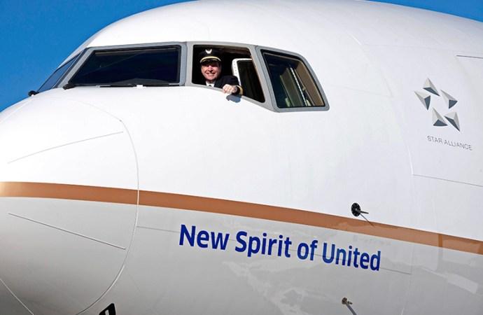 United Airlines presentó su nuevo 777-300ER