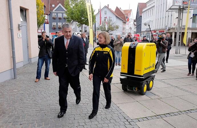 Nuevo robot de entrega que ayuda a los carteros