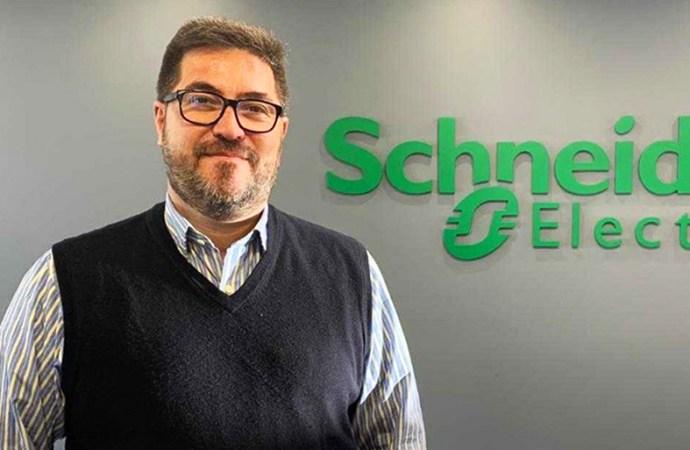 Francisco de Regil visitó las oficinas de Schneider Electric Argentina