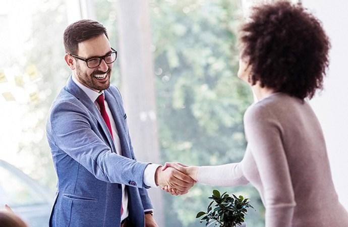 ¿En la era digital, el networking presencial para buscar trabajo todavía es eficaz?