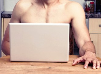 Home office: 1 de cada 10 empleados disfruta trabajar desnudo
