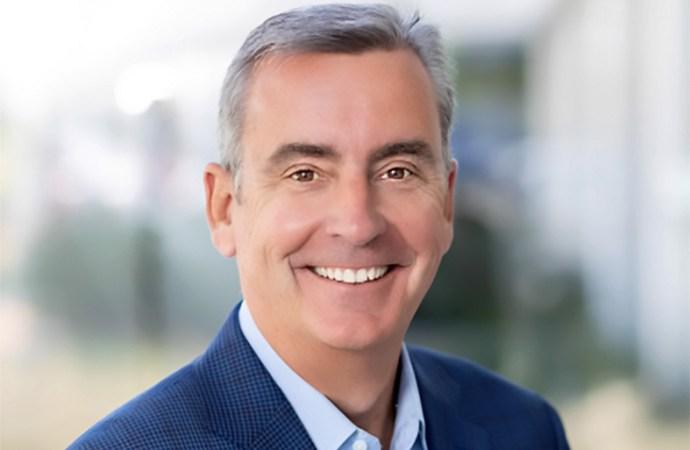 Tom Burns, director General del Grupo de Módulos Ópticos y Soluciones Coherentes de Infinera