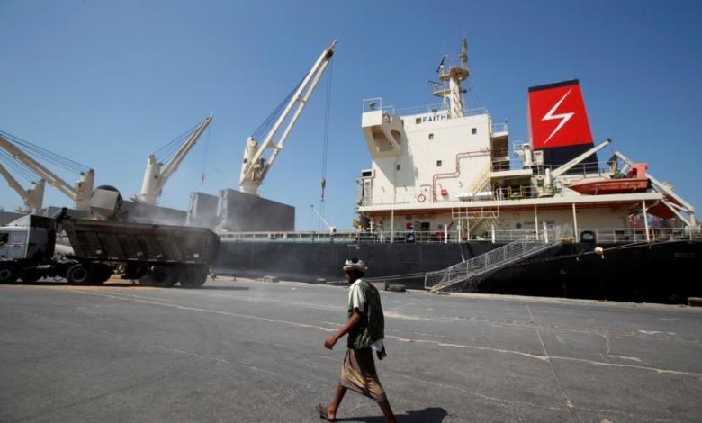 eBlue_economy_نقلاب سفينة اممية بميناء الحديدة 44