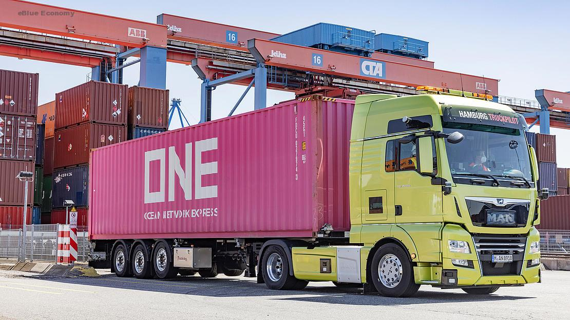 eBlue_economy_HHLA successfully tests self-driving truck at Container Terminal Altenwerder