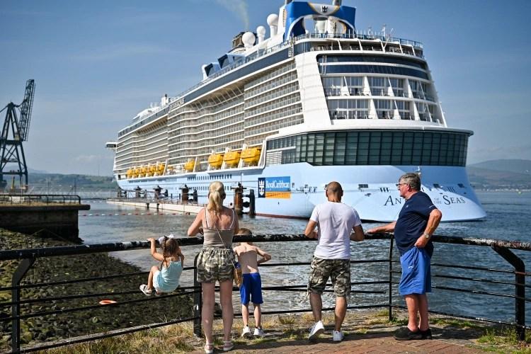 eBlue_economy_ ثبوت إصابة 6 ركاب بفيروس كورونا على متن سفينة سياحية22