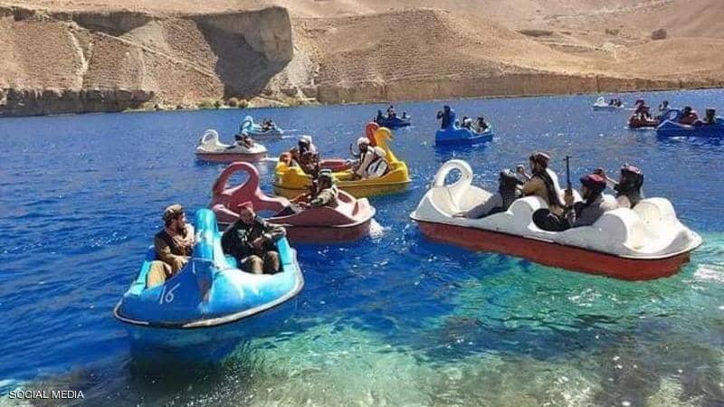 eBlue_economy_بالصور.. عناصر طالبان يلهون ببدالات المياه