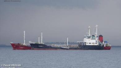 eBlue_economy_Tanker and tug grounded by storm, Maldives