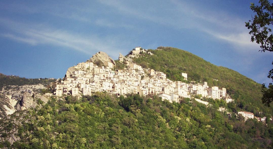 Per le vie del borgo: Pennapiedimonte (CH)