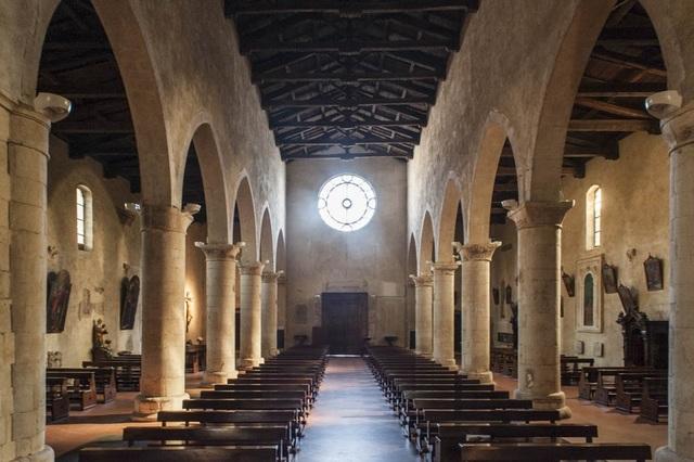 Santa Maria della Tomba Interno