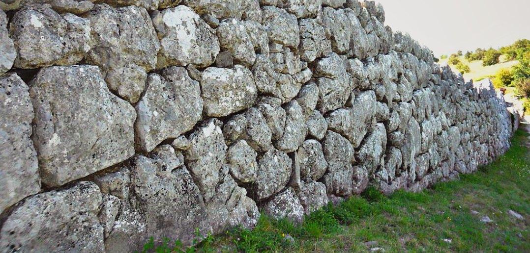 Le Mura megalitiche sul Monte Pallano