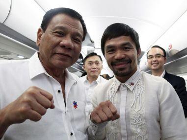 Foto: El presidente de Filipinas, Rodrigo Duterte (i), junto al senador y campeón de boxeo, Manny Pacquiao (d). (EFE)
