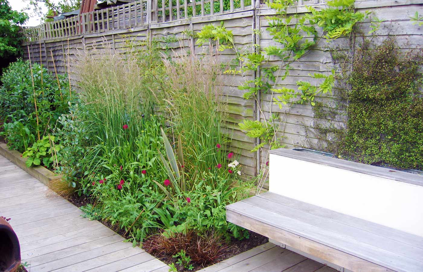 Garden Design for Small Garden with Decking on Landscape Garden Designs For Small Gardens id=21197