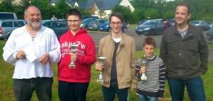 Bastien Bourgois (au centre) qui remporte le 11e Open fide de Domloup
