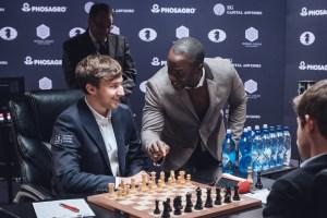L'acteur américain Gbenga Akinnagbe donnat le coup d'envoi de la ronde 7