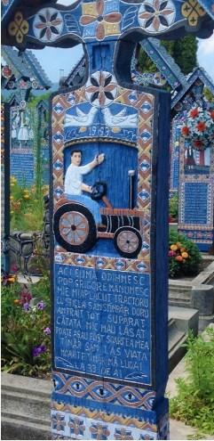 Ici, c'est moi qui repose Pop Grigore est mon nom J'ai aimé le tracteur Et me consoler avec l'alcool Triste j'ai toujours vécu Car mon père m'a quitté petit Ce fut peut-être mon destin J'ai vite quitté la vie La mort me prit jeune, A 33 ans.