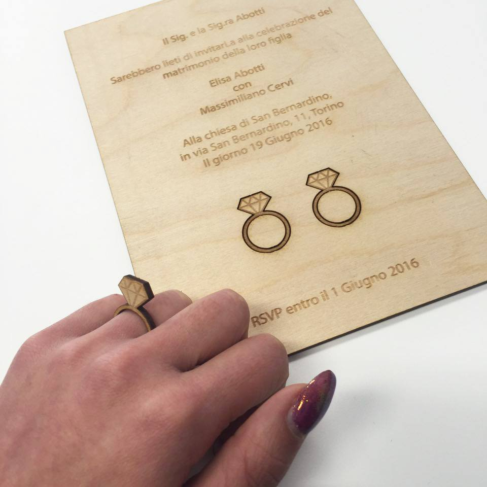 partecipazioni matrimonio legno con anelli che si possono indossare!