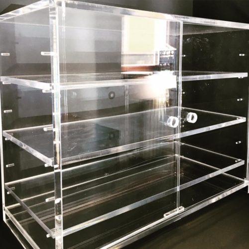 vetrina in plexiglass