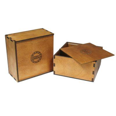 scatola in legno color mogano