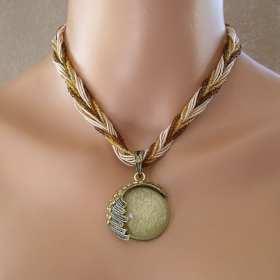 Collier perles et Médaillon
