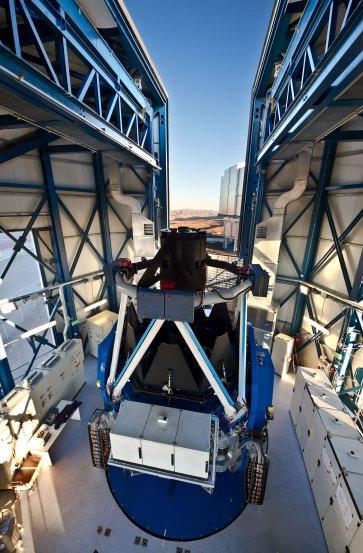 32 The VLT Survey Telescope (120 x 78,7 cm) €188,83