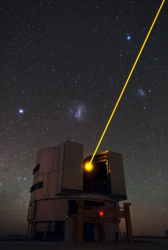 48 Yepun's Laser and the Magellanic Clouds (120 x 80,8) €50
