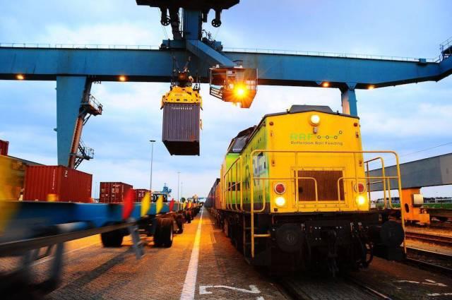 China_eerste_trein_in_Rotterdam_Waalhaven