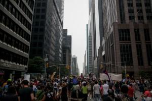 Milhares de pessoas foram às ruas em Nova York e outras capitais do mundo para exigir que seus líderes adotem medidas para diminuir o impacto do aquecimento global. Foto: ONU/Caitlin McManus