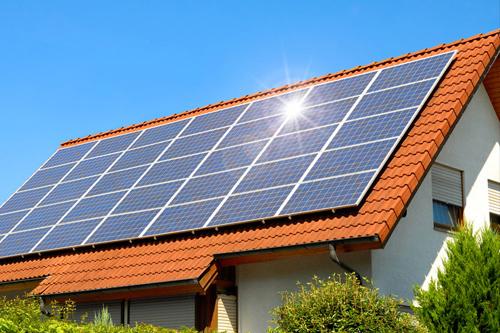 Residencia-com-paineis-fotovoltaicos-energia-renovavel