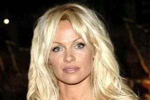 Pamela Anderson sempre bionda