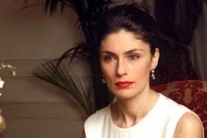 Anna Valle bio