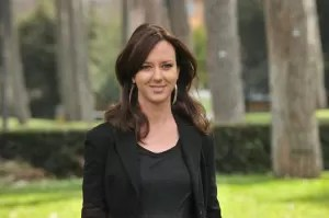 Caterina Guzzanti giacca nera
