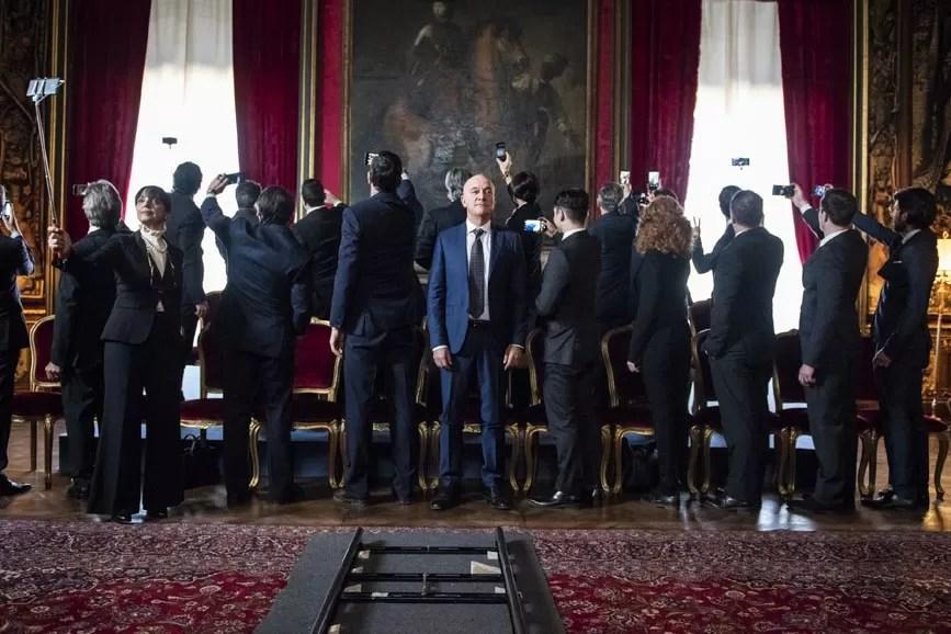 Bentornato Presidente! scena