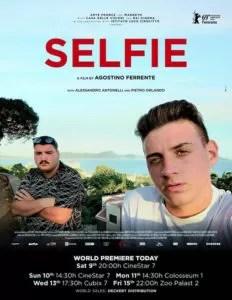 Selfie locandina