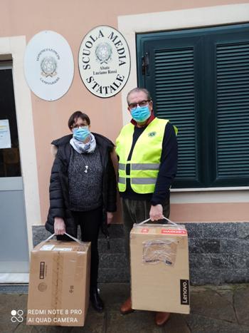 Consegna di due computer alla scuola di Campo Ligure