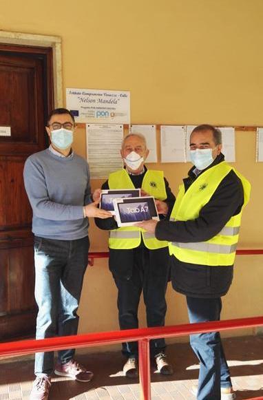Consegna di due Tablet all'Istituto Comprensivo Varazze – Celle Ligure.
