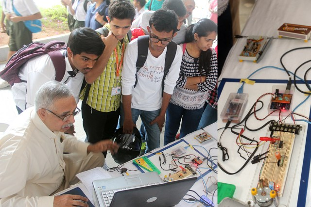 Bengaluru-mini-maker-faire-ajoy-raman
