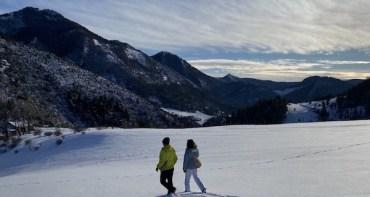 Marcher dans la neige vierge