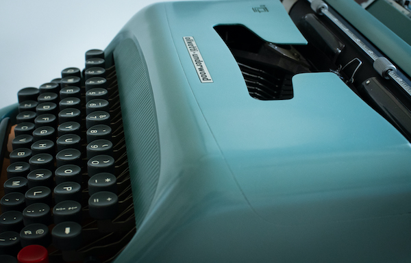 Olivetti 44 typewriter notecard