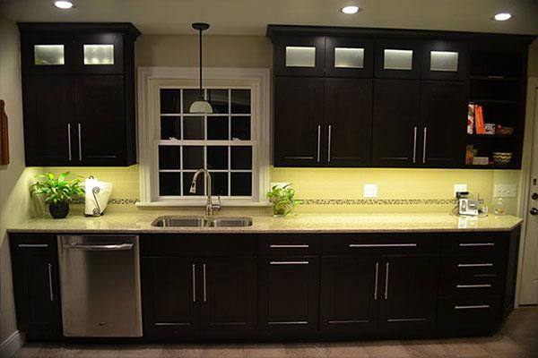 kitchen cabinet lighting using warm