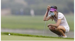 Chinese golfers cope with pollution.